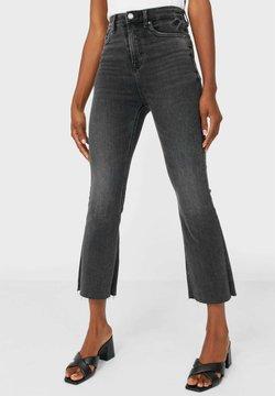 Stradivarius - CROPPED-SCHLAGHOSE - Flared Jeans - dark grey