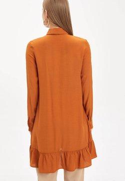 DeFacto - Vestido camisero - orange