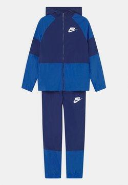 Nike Sportswear - SET UNISEX - Verryttelytakki - blue void/game royal/white