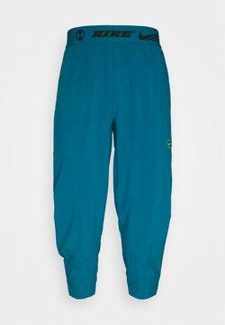 Nike Performance - PANT - Pantaloni sportivi - green abyss/mean green