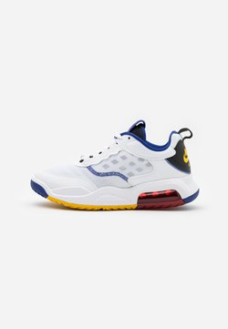 Jordan - MAX 200 - Sneaker low - white/dark sulfur/black/gym red/game royal