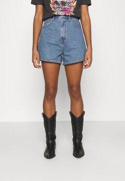 Levi's® - HIGH LOOSE - Jeans Short / cowboy shorts - blue denim