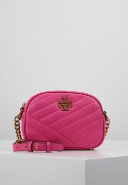 Tory Burch - KIRA CHEVRON SMALL CAMERA BAG - Torba na ramię - crazy pink