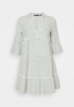 Vero Moda Petite - VMHELI DRESS PETIT - Freizeitkleid - snow white/laurel wreath