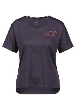 Nike Performance - CLASH CITY - T-Shirt print - dark raisin / bright mango