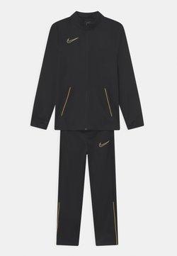 Nike Performance - SET UNISEX - Verryttelypuku - black/saturn gold