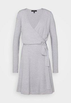 Vero Moda Tall - VMKARISARA WRAP DRESS  - Strikket kjole - light grey melange