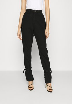 Missguided - RIOT HIGHWAISTED TIE HEM MOM JEAN - Relaxed fit jeans - black