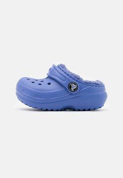 Crocs - CLASSIC LINED CLOG  - Pantolette flach - lapis