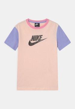 Nike Sportswear - T-Shirt print - orange pearl/light thistle/pink