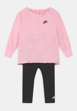 Nike Sportswear - ESSENTIALS SET - Trainingsanzug - black/light pink