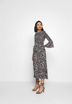 Who What Wear - THE SMOCKED MIDI DRESS - Day dress - black / white