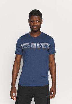 Peak Performance - EXPLORE TEE - T-shirt med print - stone veil