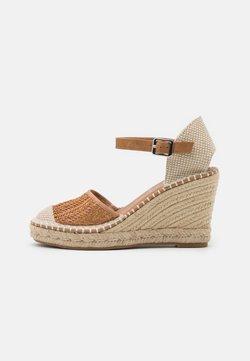 XTI - High heels - camel