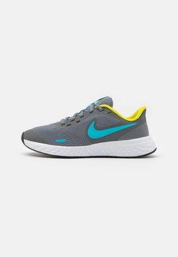 Nike Performance - REVOLUTION 5 UNISEX - Juoksukenkä/neutraalit - smoke grey/chlorine blue/high voltage/white