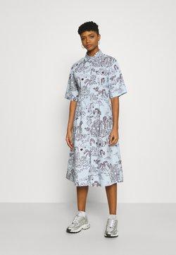 Monki - ALOE DRESS - Vestido camisero - light blue