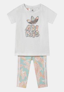adidas Originals - TEE SET - T-shirt imprimé - white bottom/pink tint/multicolor