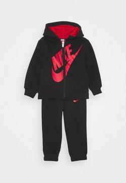 Nike Sportswear - SUEDED FUTURA JOGGER SET - Survêtement - black
