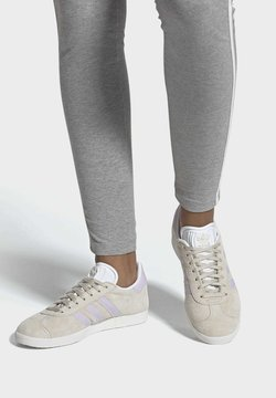 adidas Originals - GAZELLE SHOES - Baskets basses - brown