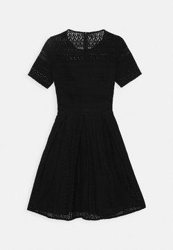 Vero Moda Tall - VMHONEY PLEATED DRESS - Vestido informal - black