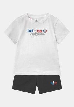 adidas Originals - SHORT SET UNISEX - Shorts - white/black