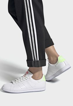 adidas Originals - STAN SMITH W - Joggesko - ftwwht/cblack/sigpnk
