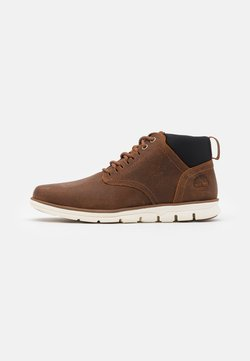 Timberland - BRADSTREET GHILLIE CHUKKA - Lace-up ankle boots - rust