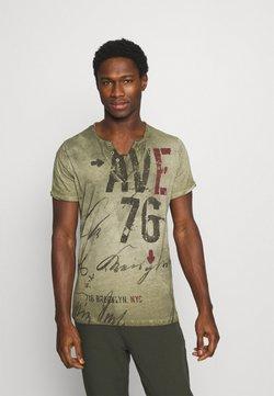 Key Largo - OUTCOME BUTTON - T-shirt print - military green