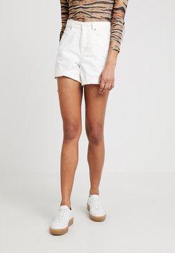 Topshop - ROLL HEM MOM - Jeansshort - white