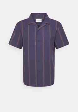 Cotton On - TEXTURED SHORT SLEEVE - Hemd - purple
