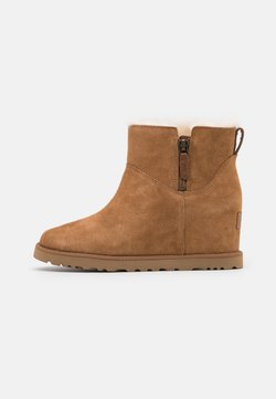 UGG - CLASSIC FEMME ZIP MINI - Wedge Ankle Boots - chestnut