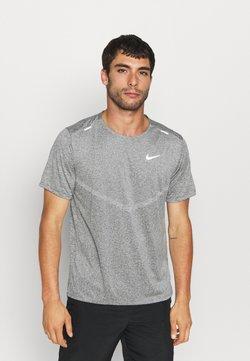 Nike Performance - RISE - T-shirt imprimé - smoke grey/heather/reflective silver