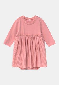 Name it - NBFRIFAL  - Jerseykleid - blush