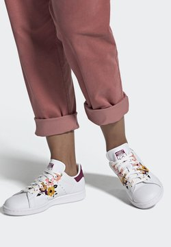 adidas Originals - STAN SMITH SPORTS INSPIRED SHOES - Joggesko - ftwr white/power berry/pink tint