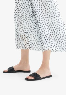 Bershka - FLAT QUILTED 11802661 - Chaussons - black