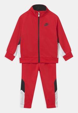 Nike Sportswear - TRACKSUIT SET UNISEX - Chándal - university red