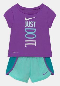 Nike Sportswear - SPRINTER SHORT SET - Camiseta estampada - aquamarine