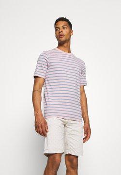 Scotch & Soda - CLASSIC PATTERNED CREWNECK - T-Shirt print - salmon/blue