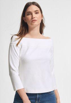 comma - MIT CARMENAUSSCHNITT - Langarmshirt - white