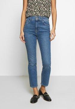 Dorothy Perkins - BOYFRIEND JEAN - Slim fit jeans - midwash