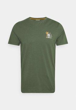 Redefined Rebel - RYDER TEE UNISEX - Camiseta estampada - thyme