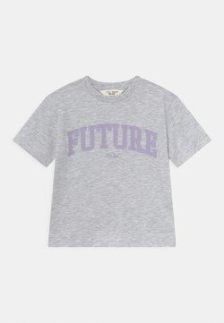 KIDS by NA-KD - ORGANIC PRINTED TEE - Camiseta estampada - light grey melange