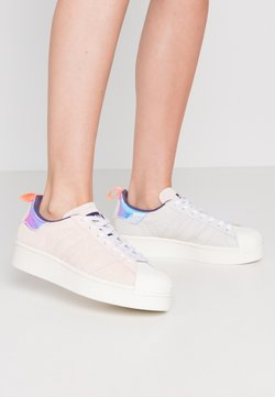 adidas Originals - ADIDAS ORIGINALS  X GIRLS ARE AWESOME SUPERSTAR BOLD - Baskets basses - footwear white/signal coral/iced pink