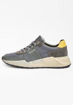 Guess - LUCCA  - Sneaker low - grau