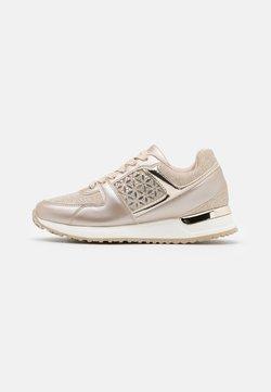 Menbur - Sneakers - gold
