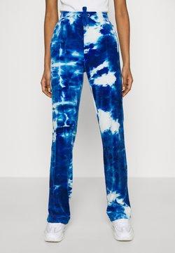 Juicy Couture - PRINTED TINA TRACK PANTS - Jogginghose - blue sea