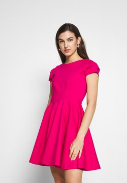 Closet - CLOSET SHORT SLEEVE SKATER DRESS - Freizeitkleid - pink