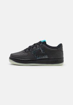 Nike Sportswear - AIR FORCE 1 '06 SPACE JAM UNISEX - Matalavartiset tennarit - black/light blue fury