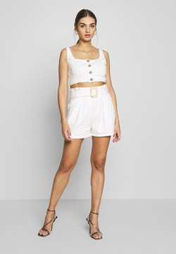 Missguided - CONTRAST STITCH CROP AND RAFFIA BUCKLE SET - Jeansshorts - white