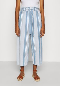 Vero Moda - VMAKELA PAPERBAG CULOTTE - Stoffhose - light blue denim/white